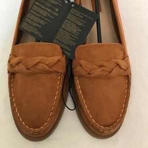 Forever21 Flat in Tan color New with tags